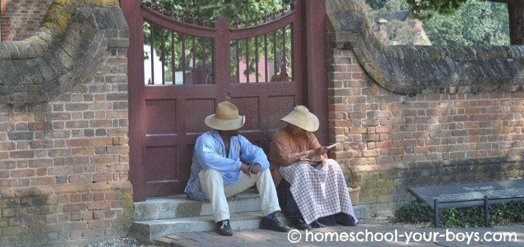 slaves discussing things at Colonial Williamsburg